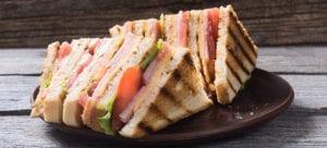 Sandwich club aux crudités